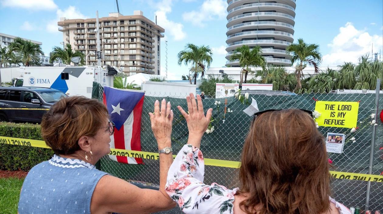 Oración y esperanza: Así están los familiares de desaparecidos en derrumbe de Miami