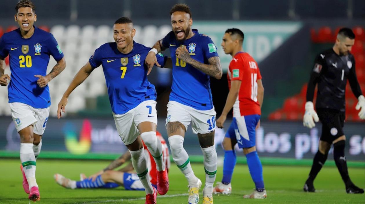 Brasil le ganó a Paraguay logrando su sexta victoria consecutiva: 18 puntos de 18 posibles