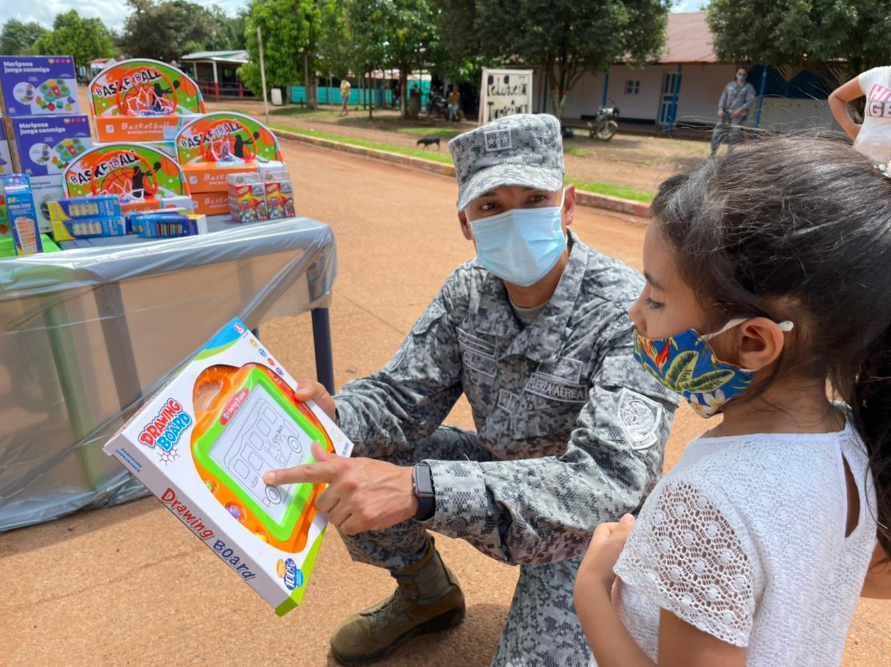 Niños de la inspección El Viento en Cumaribo, Vichada son beneficiados con juegos didácticos