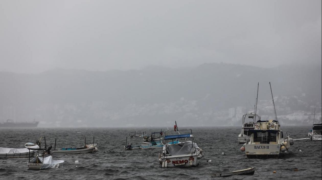 Huracán Enrique se intensifica y alcanza categoría 1 en costas de México