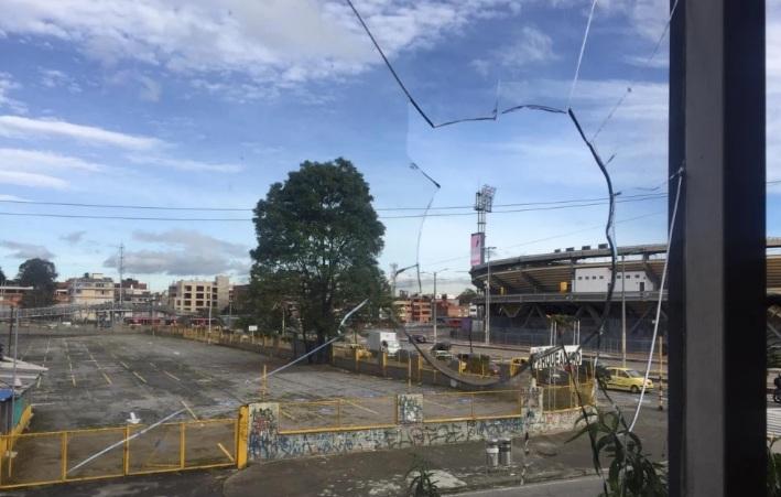 Hinchas de Millonarios apedrearon 13 apartamentos por la zona del Estadio El Campín