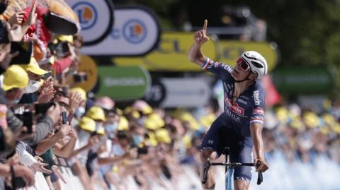 Mathieu Van del Poel, nuevo líder del Tour de Francia, tras ganar en el Muro de Bretaña
