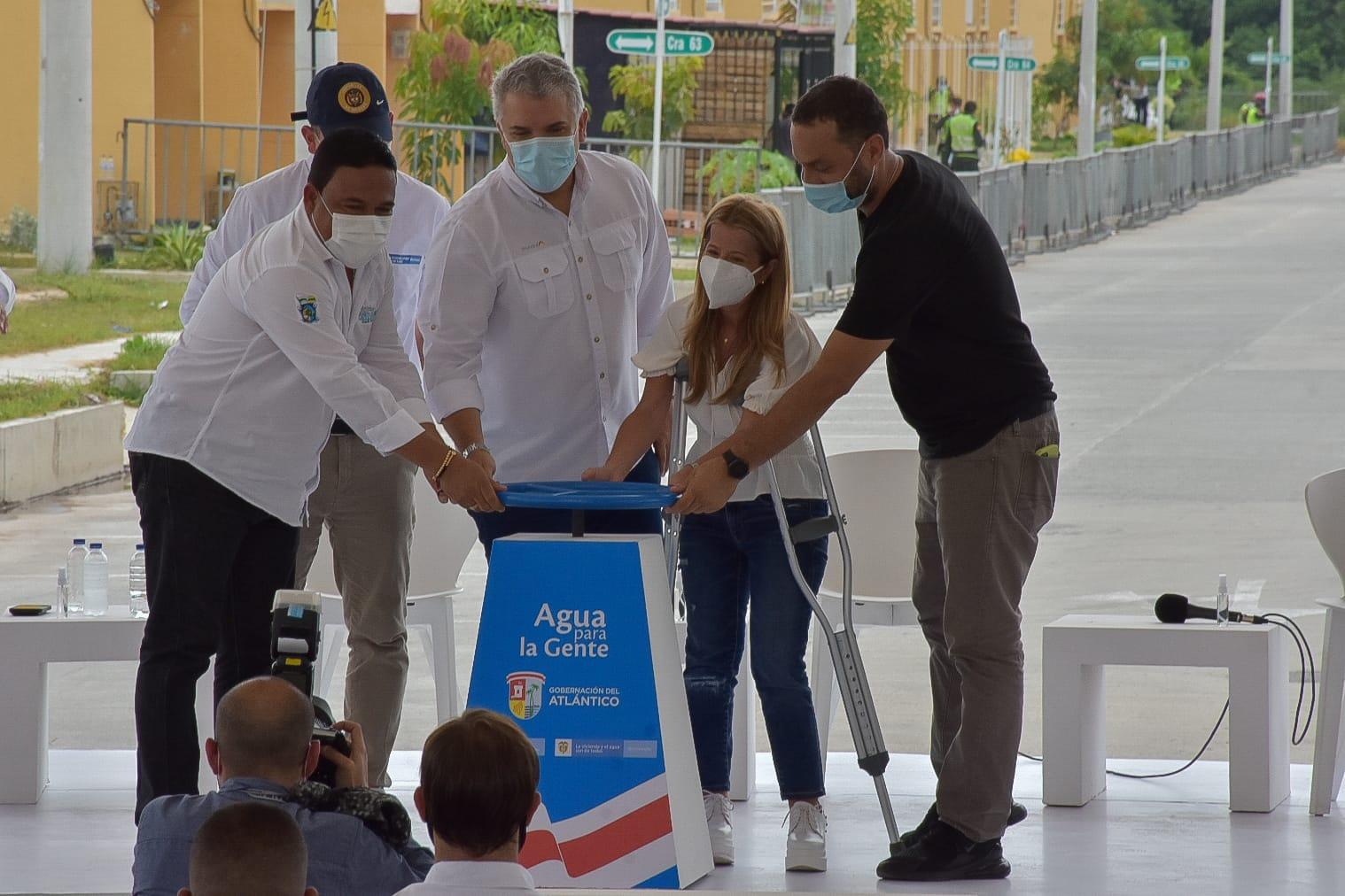 Presidente y Gobernadora entregaron obras que garantizan agua potable 24 horas del día en Galapa y Puerto Colombia
