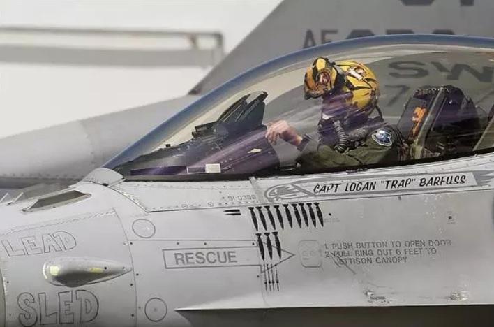 Colombia y Estados Unidos arrancan entrenamiento con aviones F-16 y Kfir