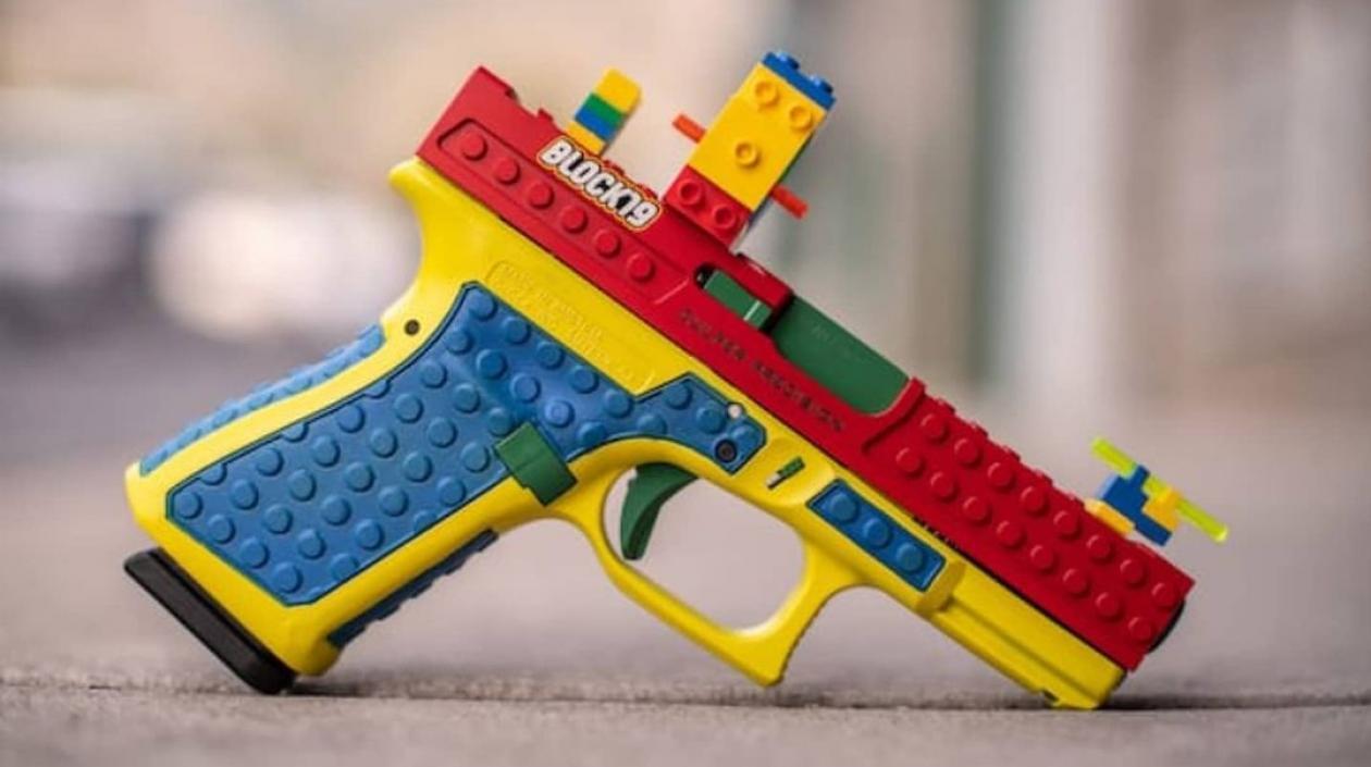Escándalo!! Fabricante de armas en Estados Unidos vendió pistolas con diseño de «juguete»