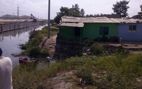 Encontraron un cadaver flotando en el caño ubicado en el barrio La Luz de Barranquilla