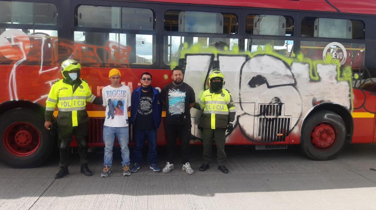 Por vandalismo contra buses de Transmilenio en Bogotá, se presentaron tres capturados