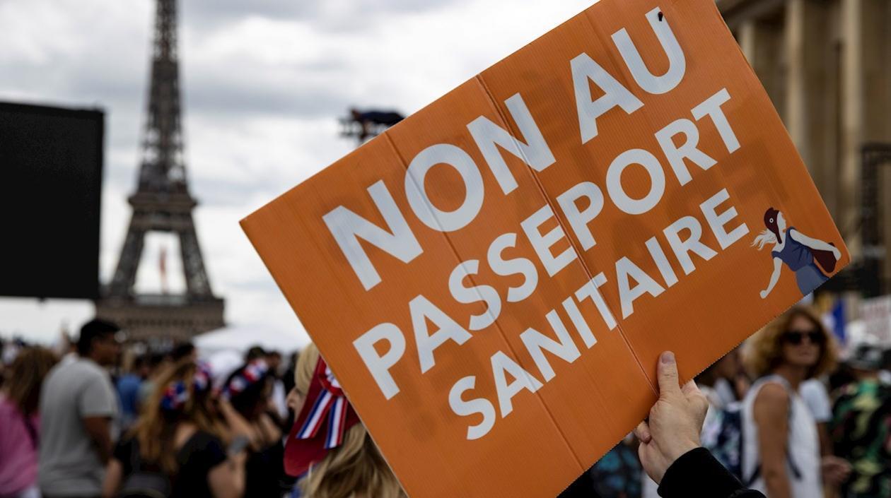 Trabajadores que no presenten certificado de vacunación en Francia podrían ser despedidos
