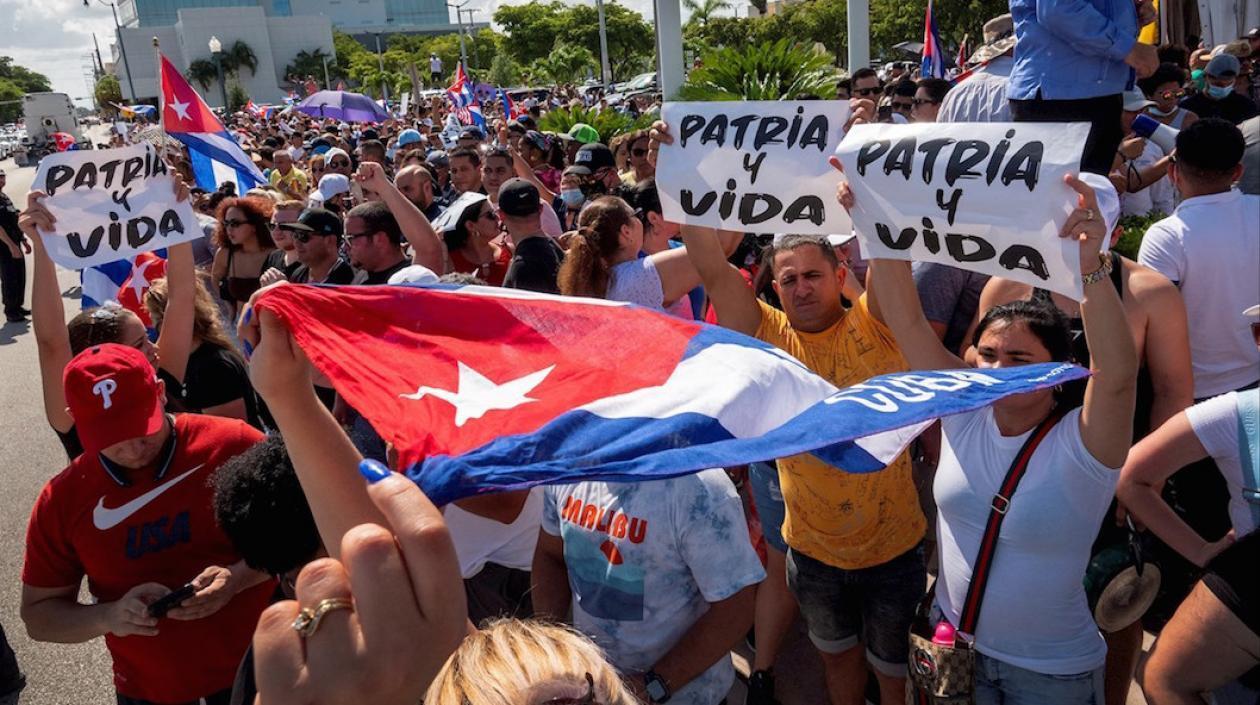Cubanos en el exilio piden a Joe Biden usar las armas contra el régimen de ese país