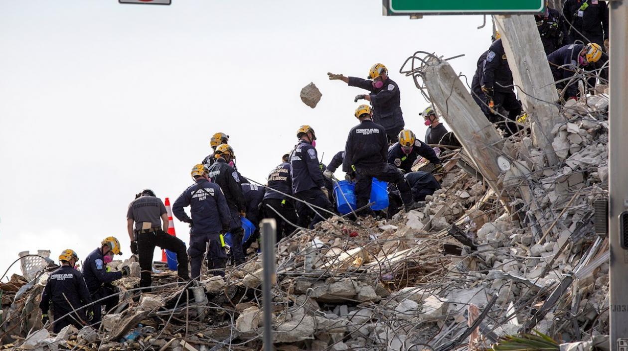 Se eleva a 32 el número de cuerpos encontrados en colapso de Maimi