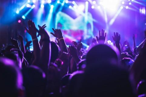Prohíben fiestas en municipios con ocupación UCI superior al 85 % hasta el 6 de julio