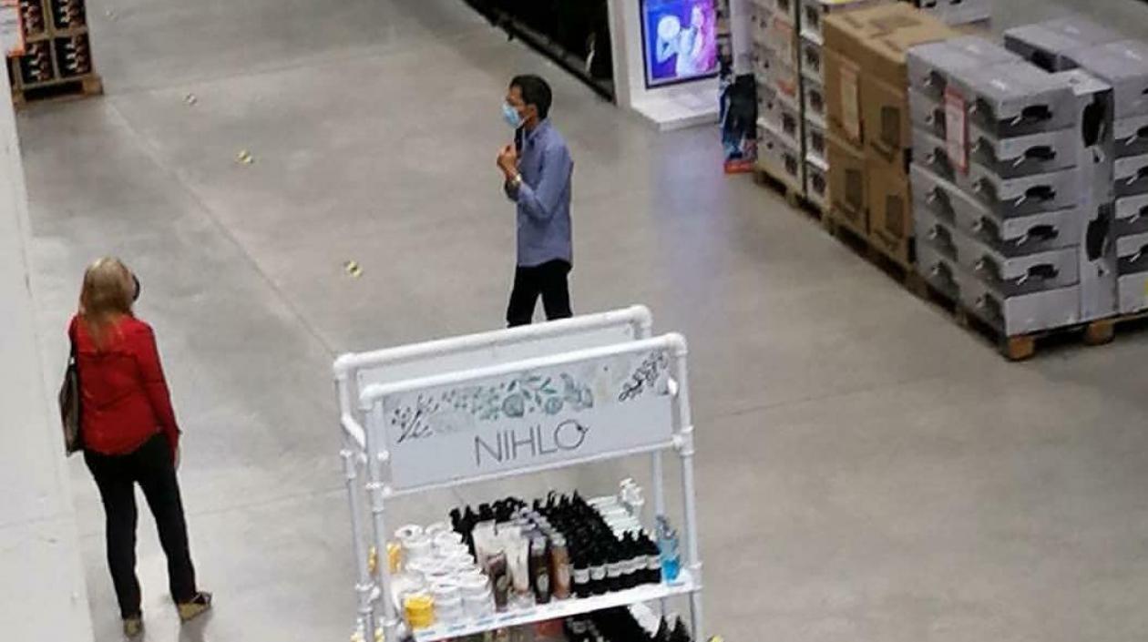 Hombre amenaza con dispararse en local comercial de Barranquilla