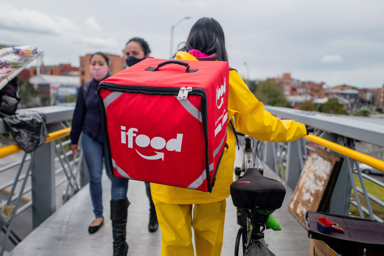 iFood promueve espacios de seguridad vial para más de 500 domiciliarios en Bogotá