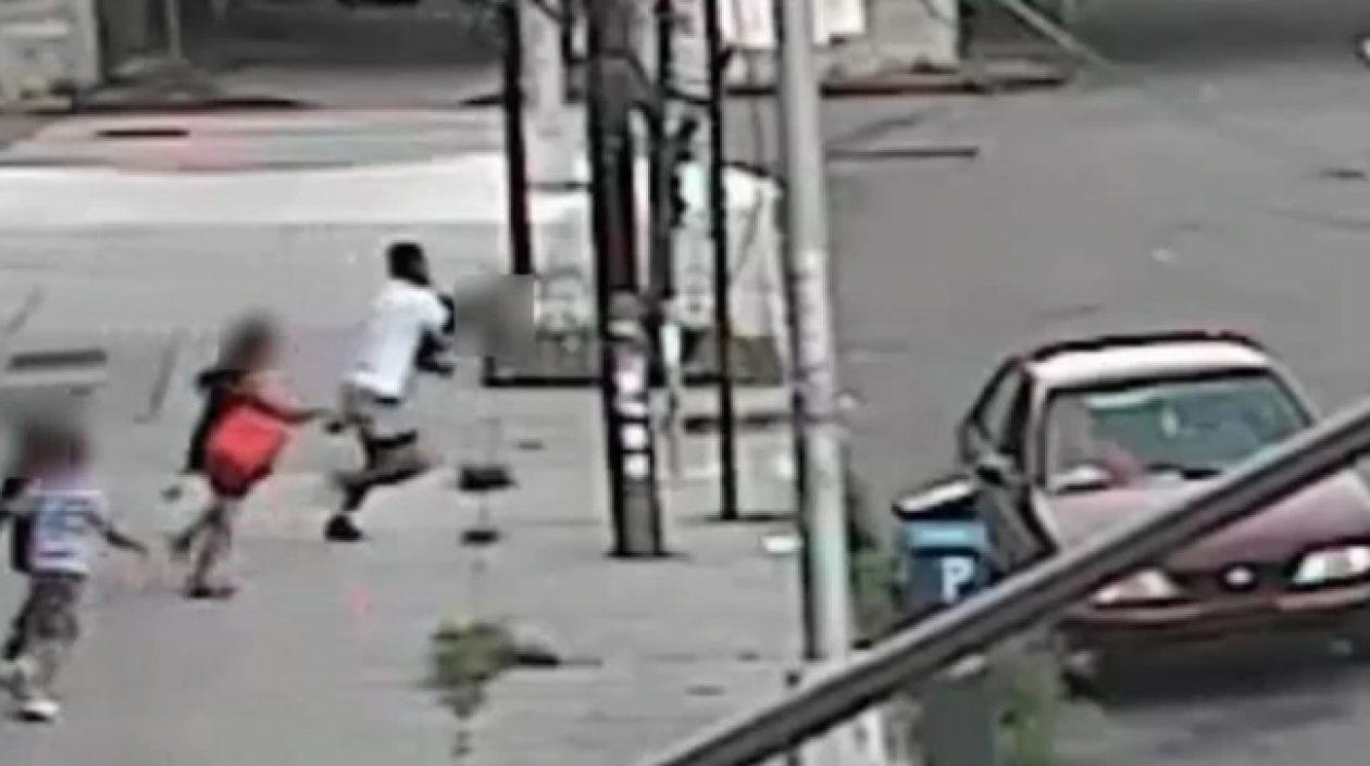 Hombre que intentó secuestrar a un niño en plena calle de Nueva York fue capturado