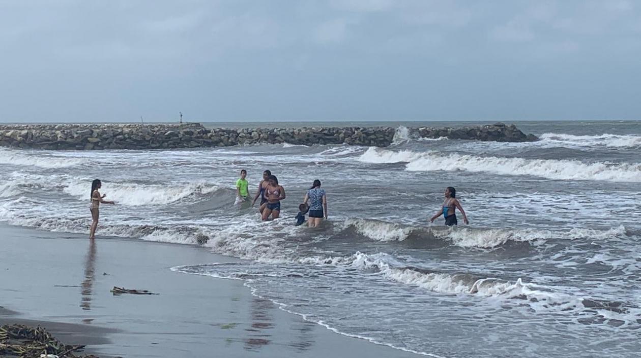 Dimar recomienda extremar medidas de seguridad en playas ante vientos que superan los 60 kms