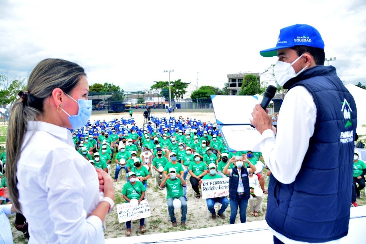 Alcalde de Soledad entrega 300 nuevos títulos de vivienda