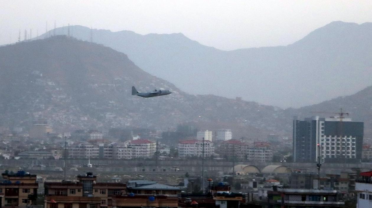 Aumenta a 95 el número de muertos por el doble atentado en el aeropuerto de Kabul
