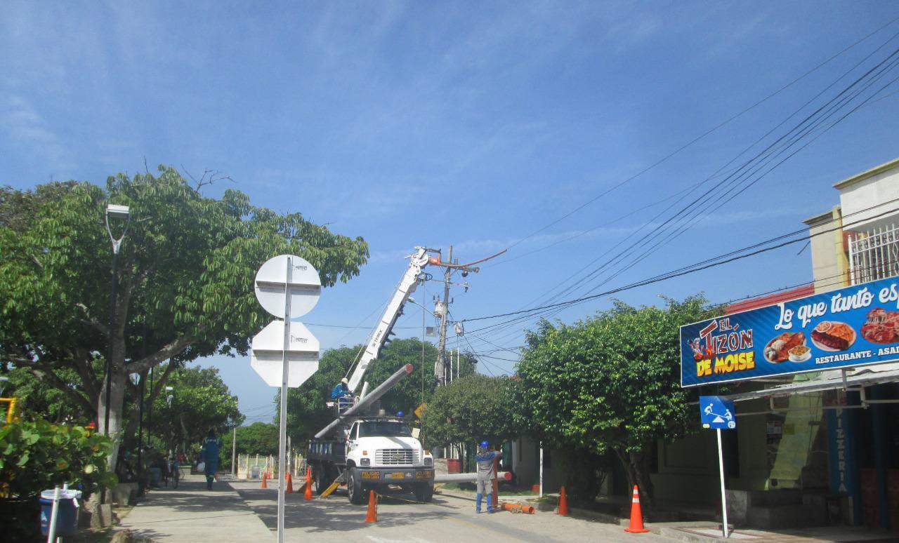 En zona comercial de Galapa, Air-e trabaja en remodelación de redes eléctricas