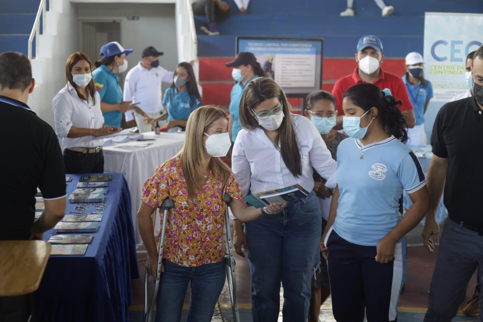 Gobernadora del Atlántico inició entrega de kits de apoyo para Pruebas saber 11