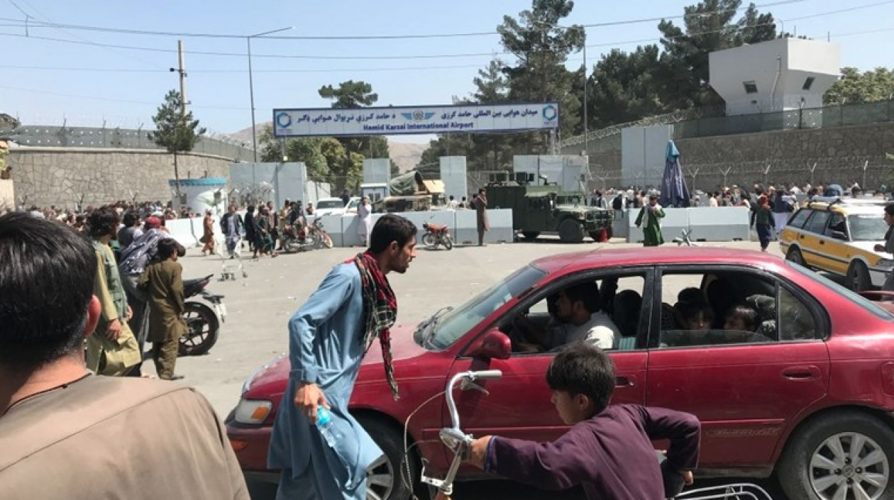 Estados Unidos controla el aeropuerto de Kabul y los talibanes sus inmediaciones