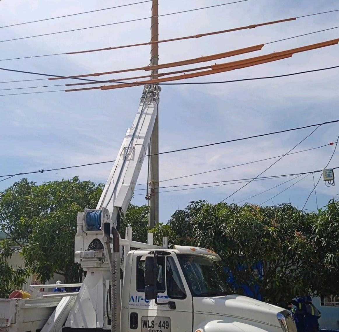 Este jueves 2 de septiembre Instalación de redes eléctricas en el circuito Galapa – @Aire_Energia