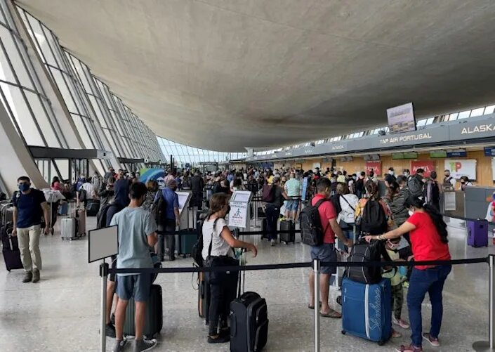 EE.UU. relajará restricciones para viajeros internacionales completamente vacunados