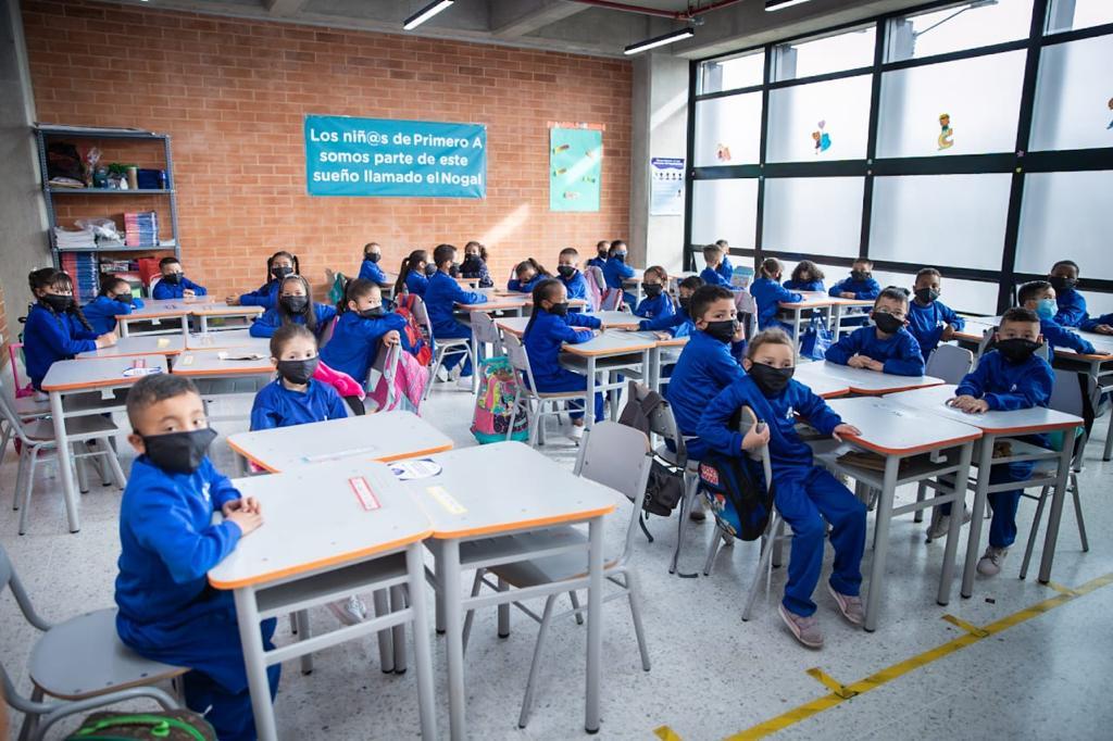 Alcaldía de Bogotá entregó el nuevo colegio El Nogal  – @Bogota
