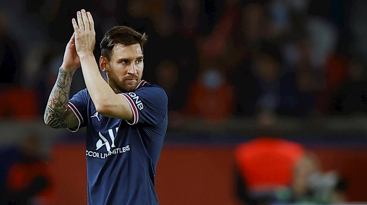 PSG confirmó que Messi sufrió una contusión en su rodilla izquierda