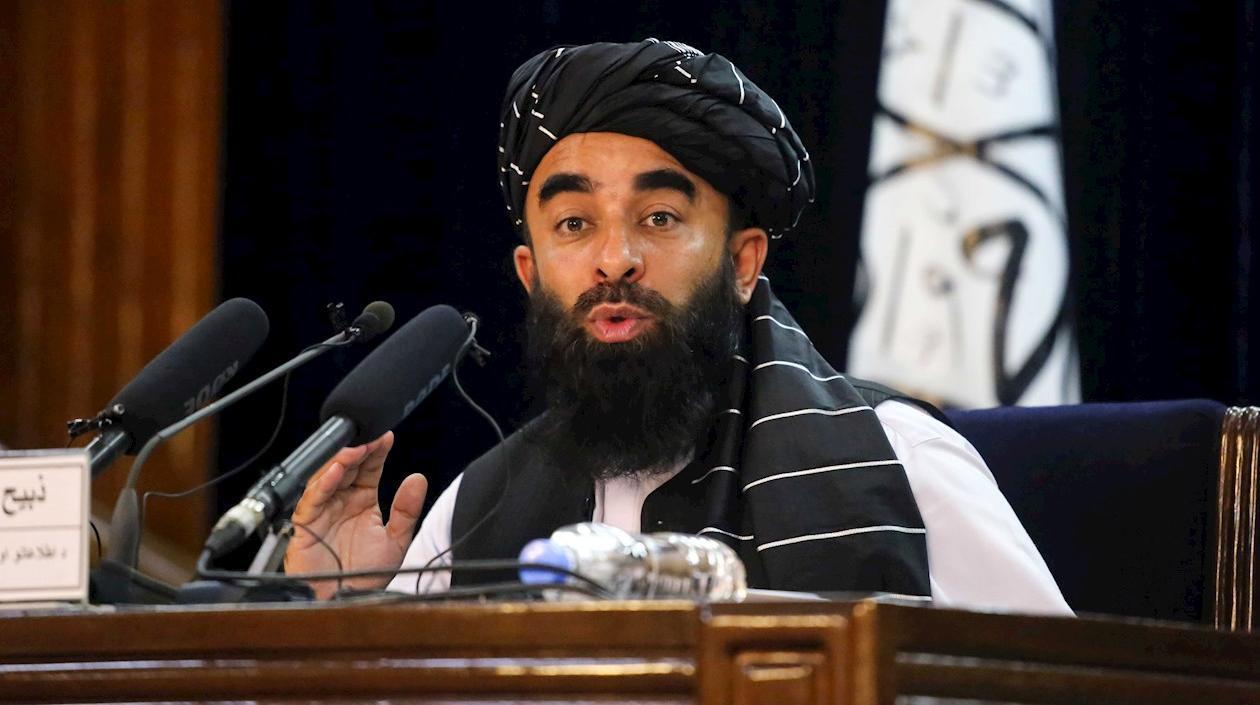 Sin participación de la mujer, gobierno talibán escogió primer gabinete en propiedad