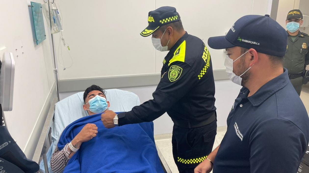 Policía que evitó asalto a banco en el norte de Barranquilla está fuera de peligro