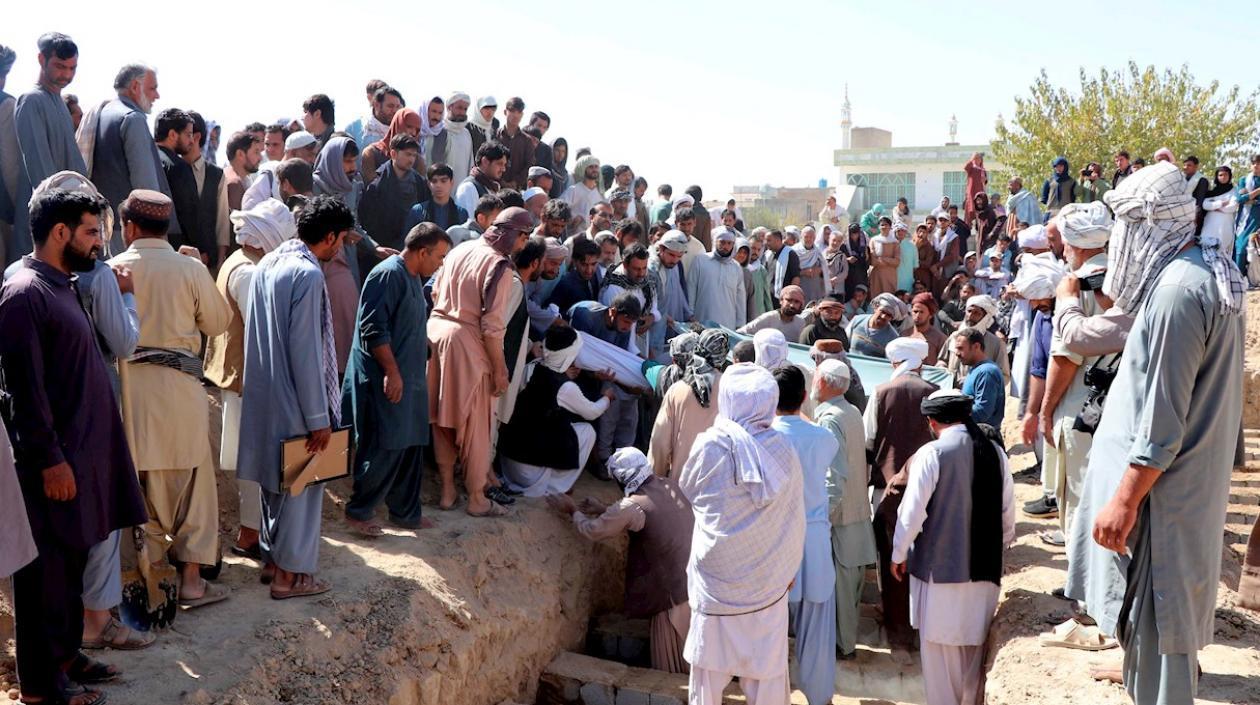 Número de muertos tras atentado contra una mezquita chií en Afganistán ascienden a 60