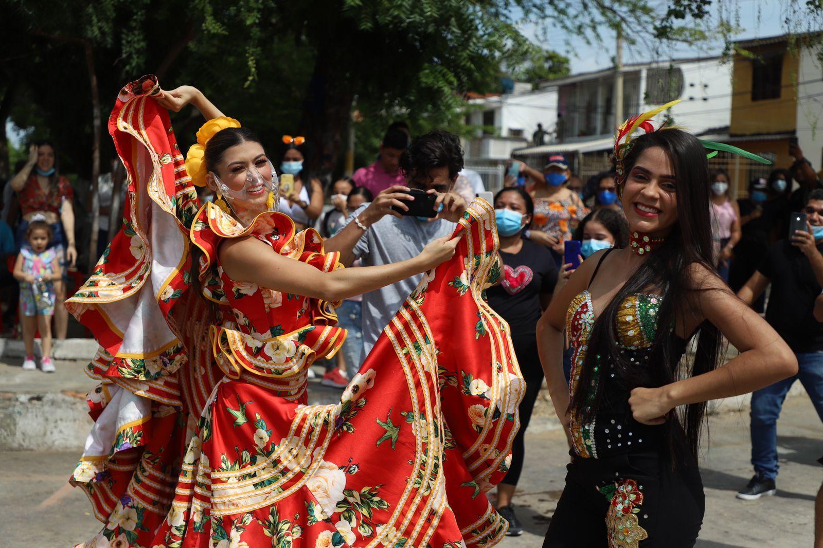 Se mueve el Carnaval, Valeria Charris visitó el barrio Santa Helena